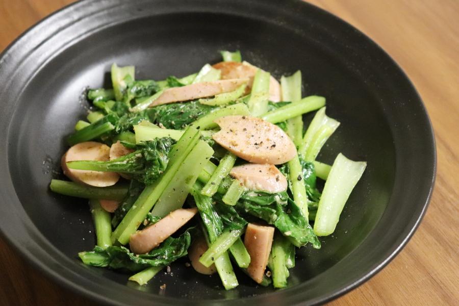 魚肉ソーセージと小松菜のカレーマヨ炒め
